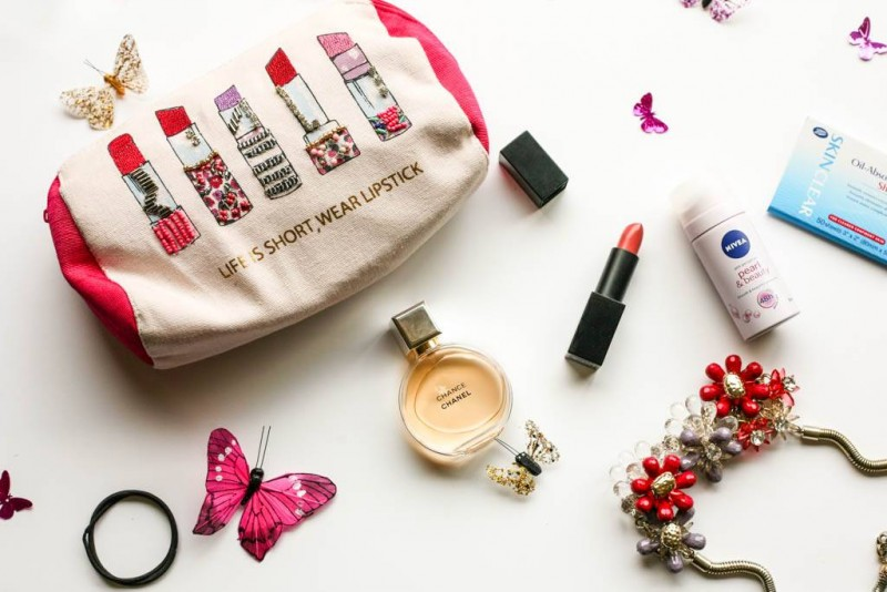 What's In My Makeup Bag and a Farfetch.com Wish List