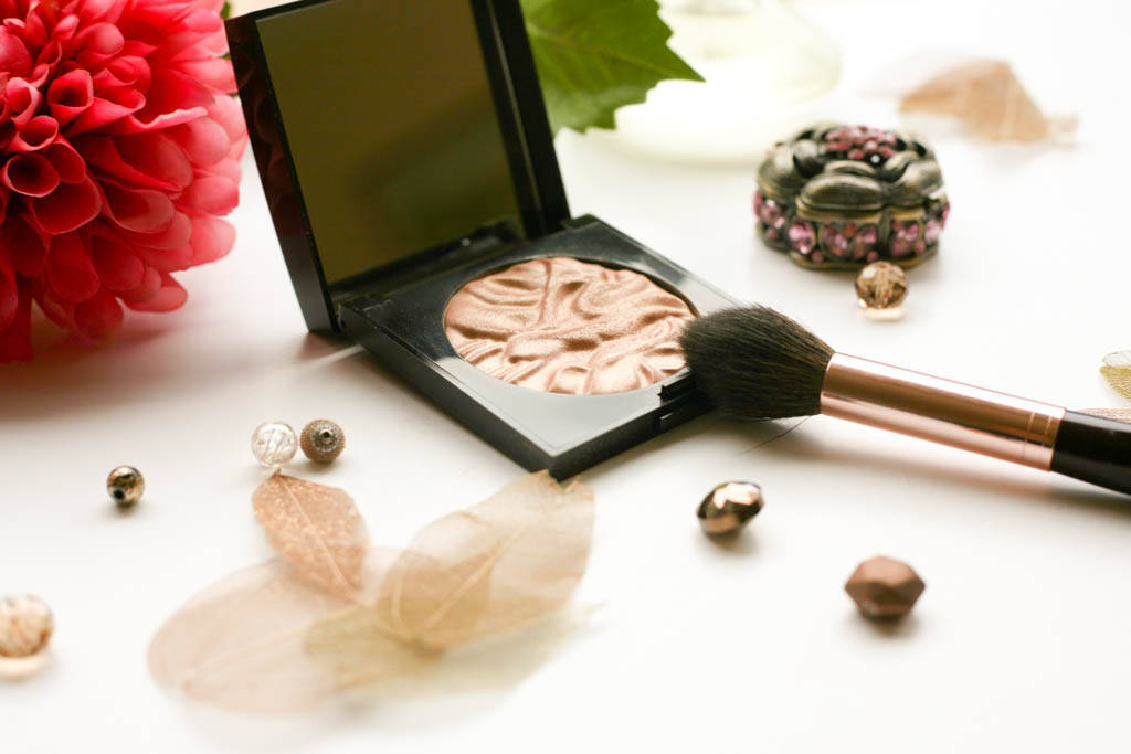 Laura Mercier Face Illuminator 2011 2