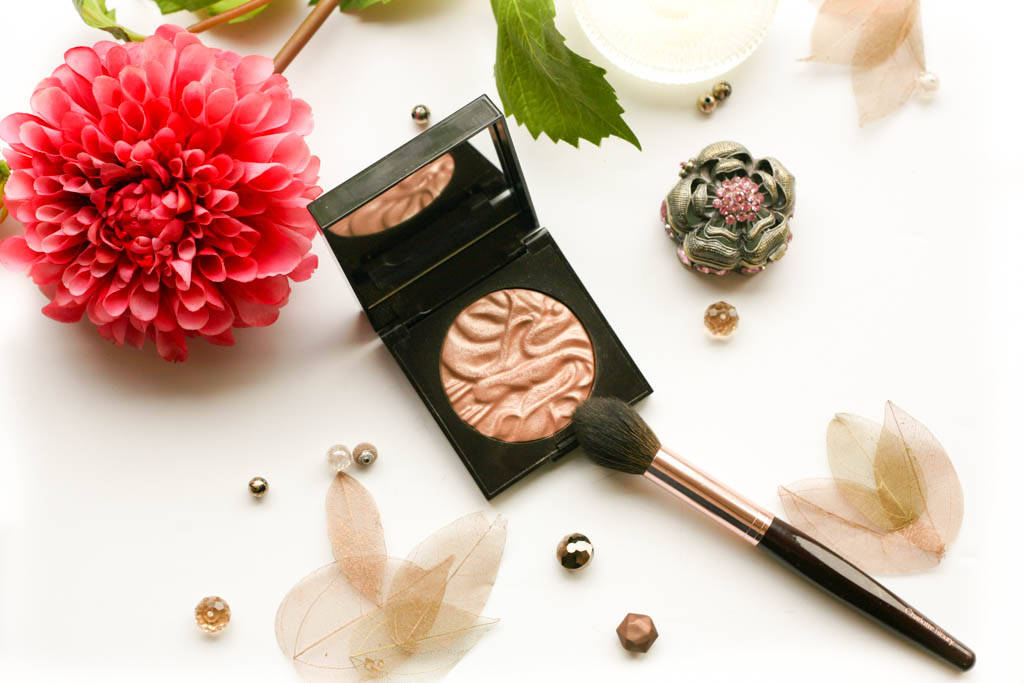 Laura Mercier Face Illuminator profile 2011