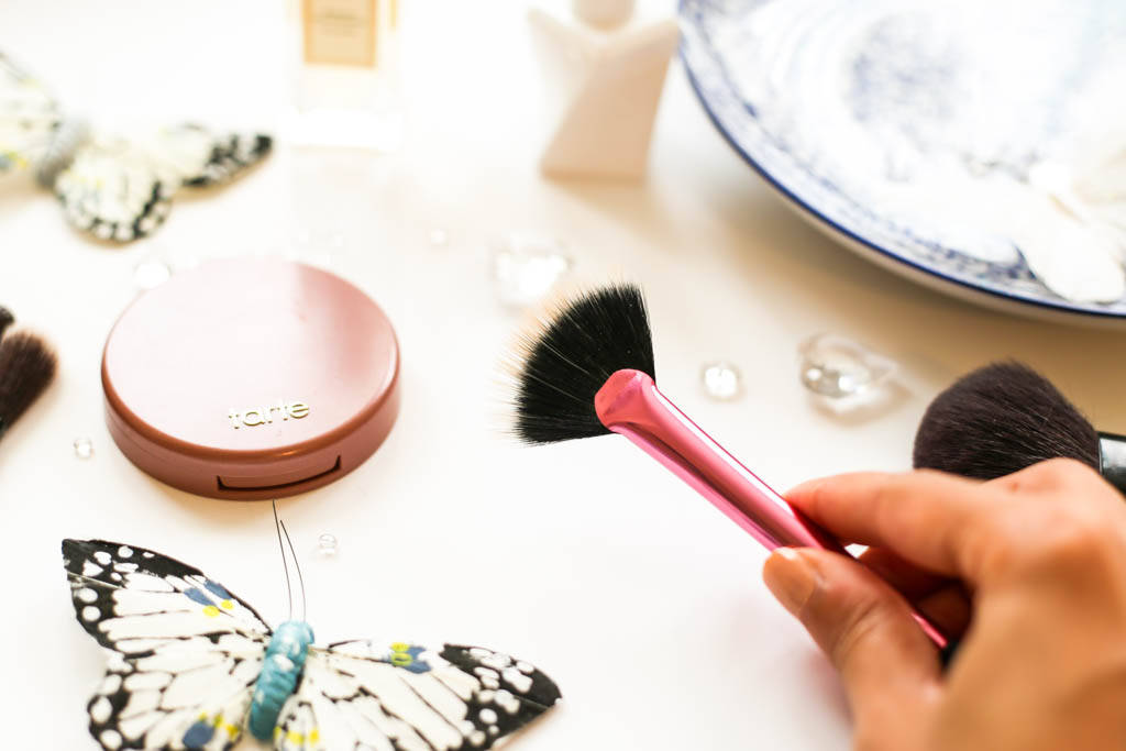 bobbi brown brushes uses. when i want to go even more subtle with highlighter then this real techniques fan brush, which is available in their sculpting set for £10.99, good too. bobbi brown brushes uses
