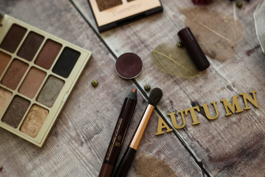 Charlotte Tilbury Colour Chameleon in Bronzed Garnet & MAC eyeshadow in Sketch