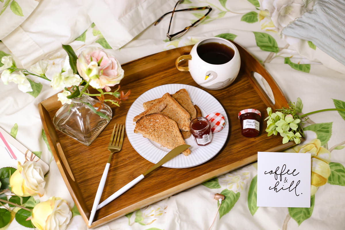 Blog Photography | 3 of My Favourite Flatlay Styles : The on the bed flatlay feat breakfast