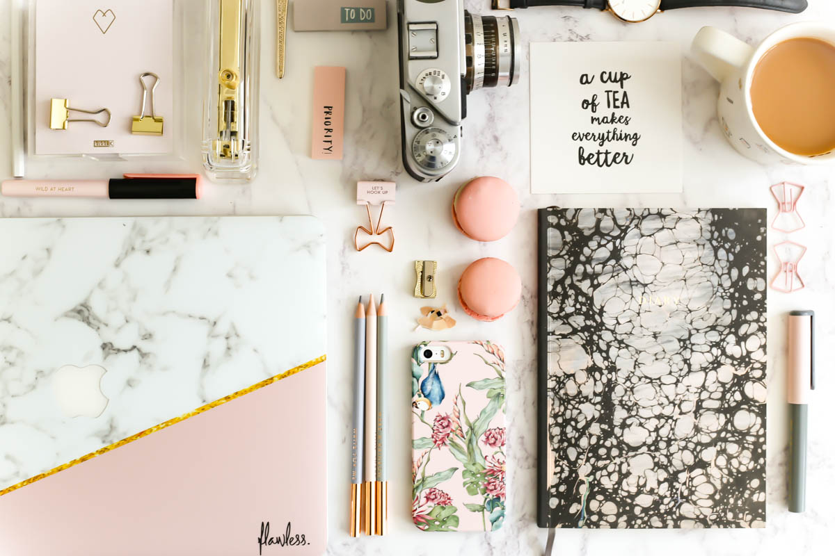 My Workday Essentials | feat Caseapp Parrot & Flowers iPhone Case & Caseapp Macbook Skin in Marble & Dusty Pink & Gold with desk essentials inc camera