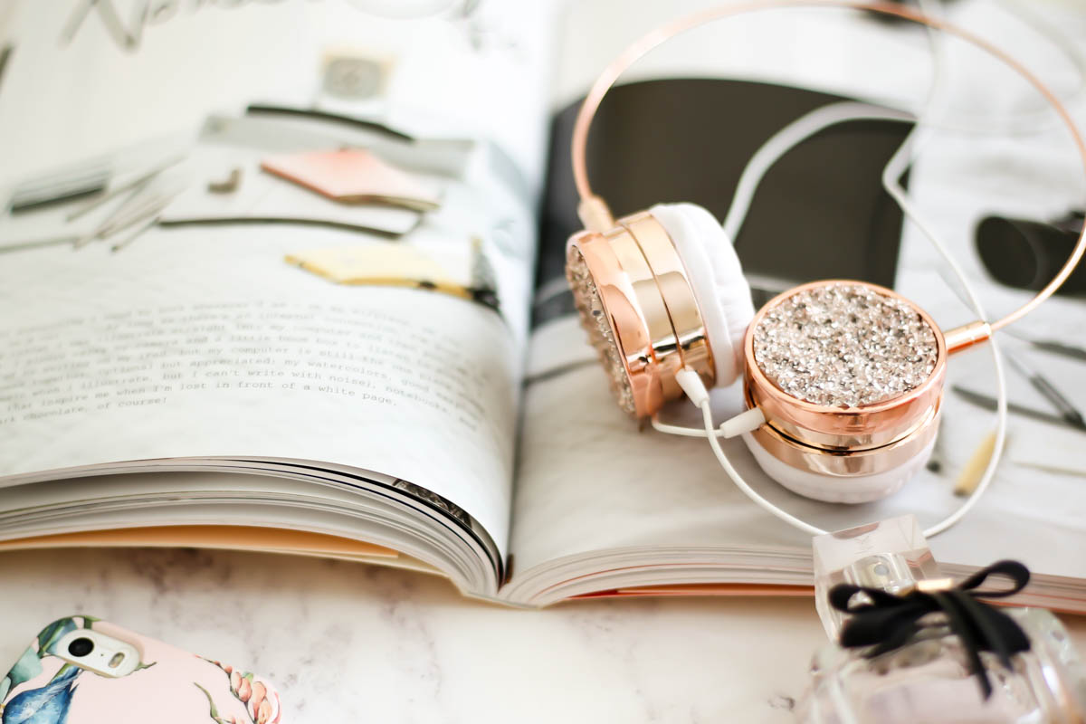 My Workday Essentials | feat rosegold headphones