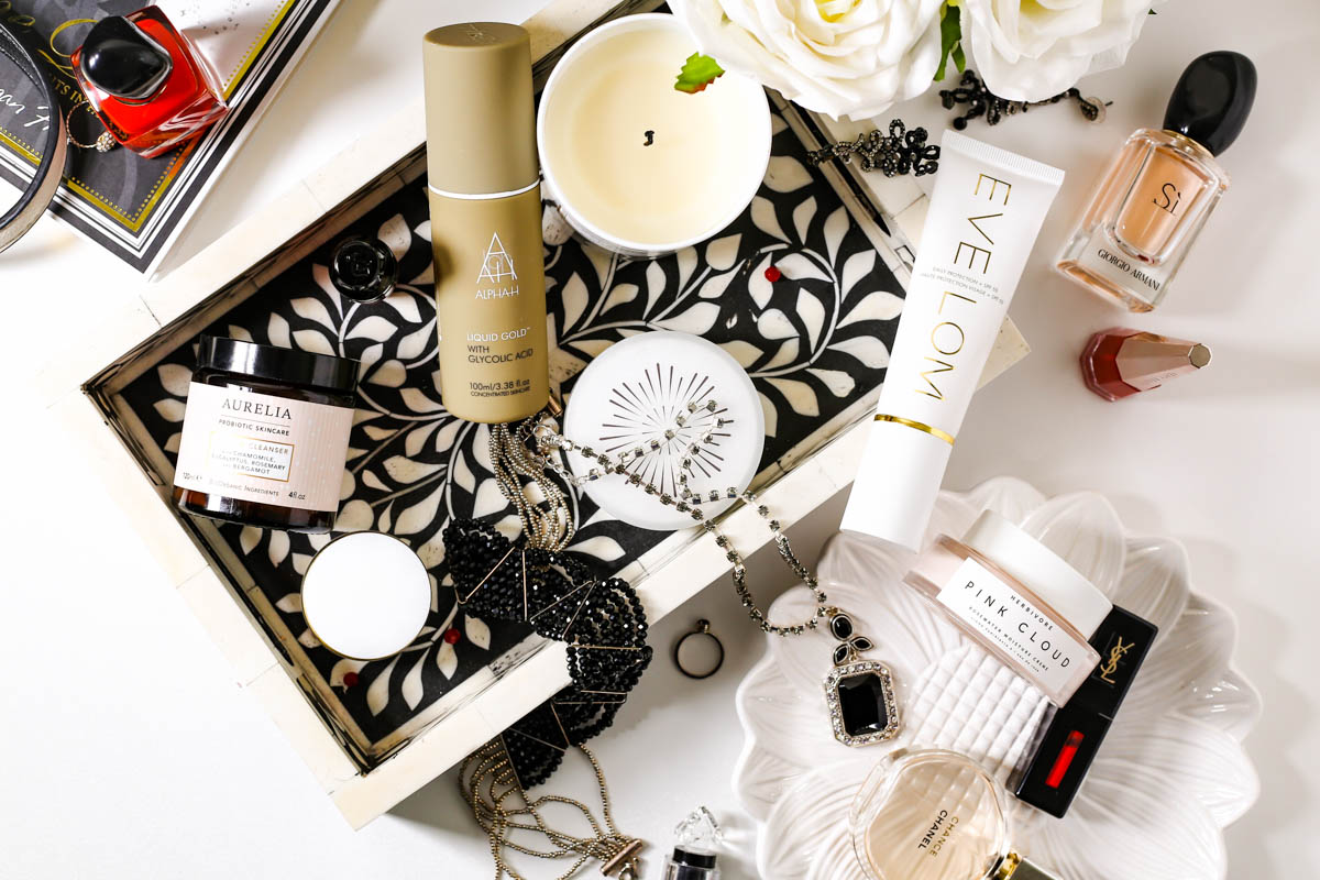 Blog Photography | 3 of My Favourite Flatlay Styles : the Abundant flatlay feat skincare essentials