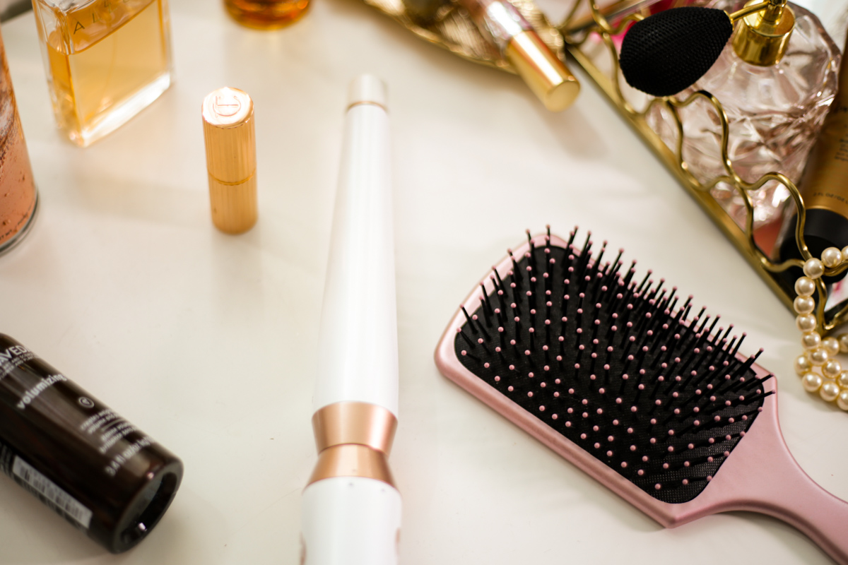 My Favourite Products for That Undone Hair Look | curling tongs on dressing table