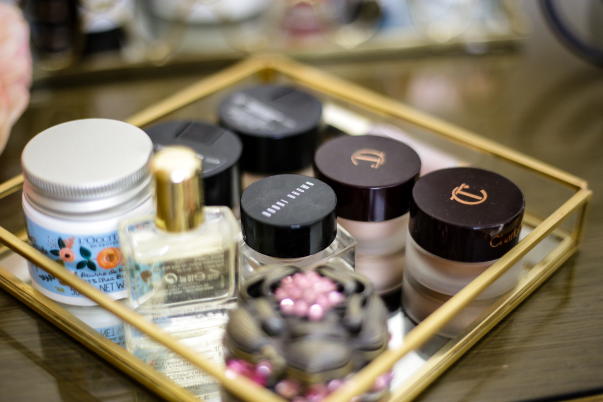 What's Currently On My Dressing Table | feat Charlotte Tilbury Eyes to Mesmerise, Revlon & Bobbi Brown eyeshadows