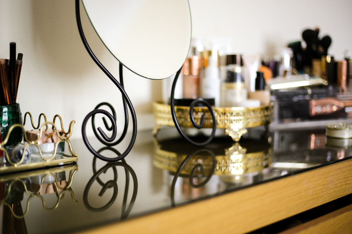 What's Currently On My Dressing Table | feat makeup & beauty on dressing table