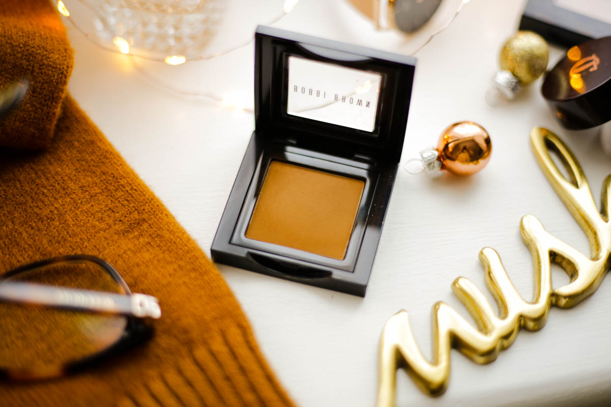 The-warm-toned-eyeshadows-and-palettes-to-add-to-your-winter-makeup-bag-feat-Bobbi-Brown-Eyeshadow-in-Camel