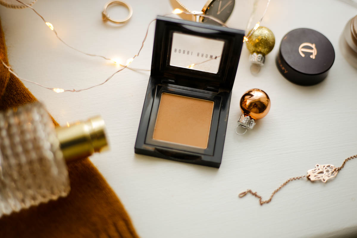 The-warm-toned-eyeshadows-and-palettes-to-add-to-your-winter-makeup-bag-feat-Bobbi-Brown-Eyeshadow-in-Toast